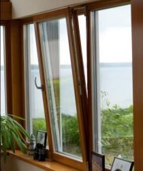 PVC prozor-u boji drveta