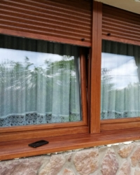 Pvc dvokrilni prozor-boja drveta